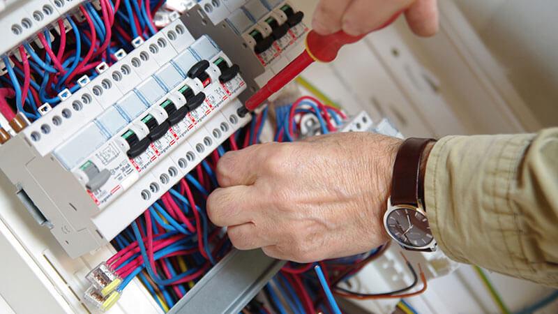 prix renovation electrique m2
